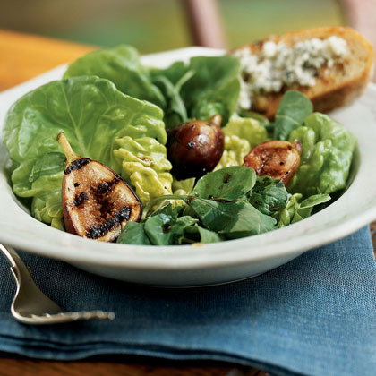 Grilled Fig and Arugula Salad with Gorgonzola Toasts