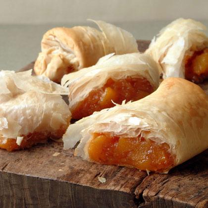 Spiced Peaches in Crisp Phyllo Pastry (Bric de Melocotón Perfumado)