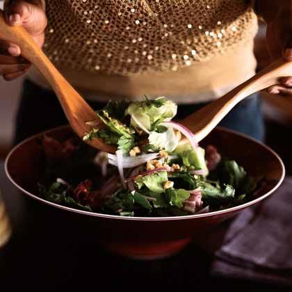 Mixed Salad with Vanilla-Pear Vinaigrette and Toasted Walnuts