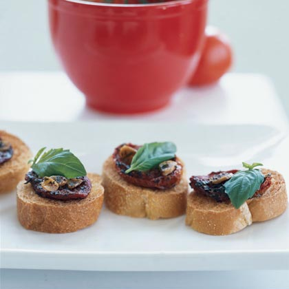 Oven-Dried Tomato on Toast Rounds Recipe
