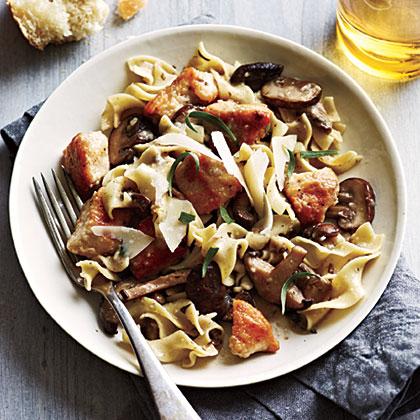 <p>Chicken and Mushrooms in Garlic White Wine Sauce</p>