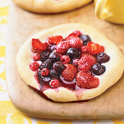 Berry Breakfast PizzasRecipe