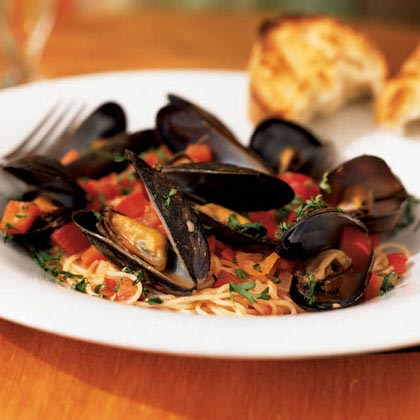 Angel Hair Pasta with Mussels and Red Pepper Sauce Recipe
