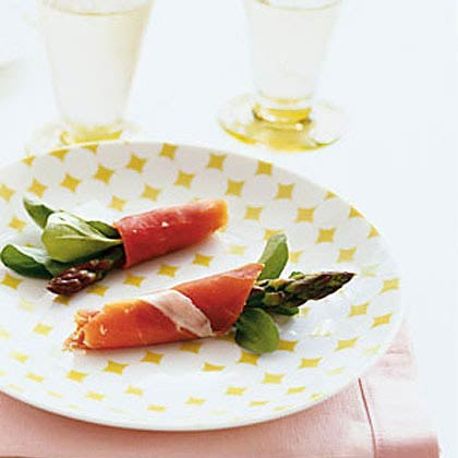 Asparagus Prosciutto Bundles with Arugula Recipe