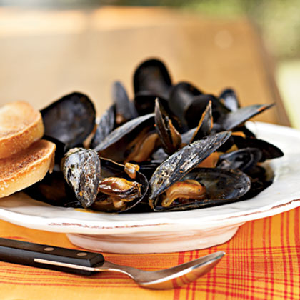 Steamed Mussels in Saffron BrothRecipe