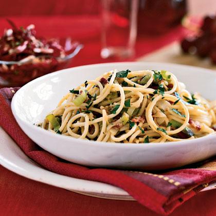 Spaghetti Carbonara with Leeks and Pancetta