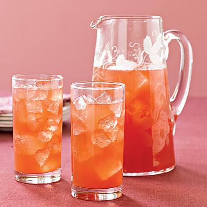 Serve your holiday guests a festive fall drink made with pomegranate juice, pineapple juice and ginger ale.Thanksgiving Punch Recipe