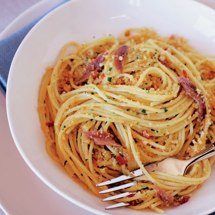 Spaghetti with Anchovies and Bread Crumbs (Spaghetti con Acciughe e Mollica)