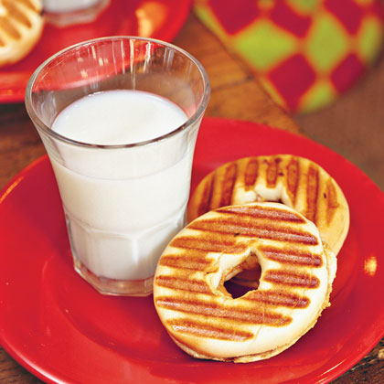 Great for kids of all ages, these warm PB&J sandwiches work well for a quick brown bag lunch or sweet breakfast.Baby PB&J Bagel Sandwiches Recipe