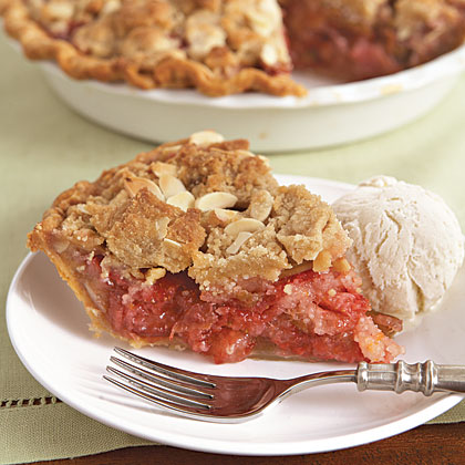 Strawberry-Rhubarb Crumble Pie