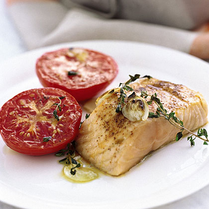 Garlicky Broiled Salmon and Tomatoes RecipeJust 15 minutes is all you need to prepare this healthy and satisfying salmon supper. Use simple seasonings like paprika, garlic, and thyme to add fresh flavor without extra calories.