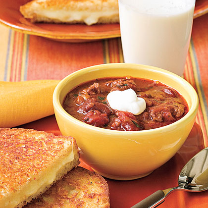 Quick Turkey Chili RecipeThis easy turkey chili gets an extra flavor boost from its secret ingredient -- beer -- and pairs perfectly with a grilled cheese sandwich.
