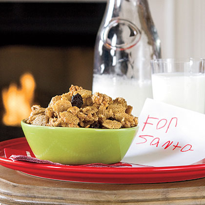 Santa Snack Mix RecipeThis holiday snack mix is perfect for gifting, keeping holiday hunger at bay, or leaving out for Santa on Christmas Eve. It's also a great way to get little ones involved in the ktichen.Video:How to Make Santa Snack Mix