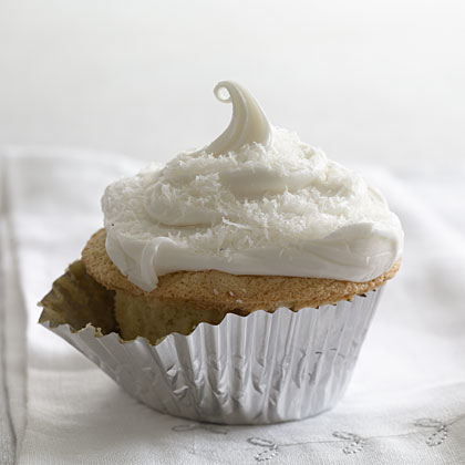 coconut-cupcakes-marshmallow-frosting