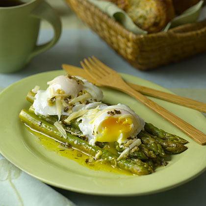asparagus poached eggs