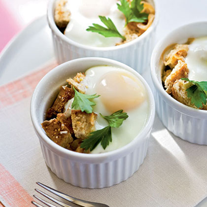 Baked Eggs en Cocotte with Onions Recipe