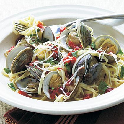 Fresh Garlic Linguine with ClamsRecipe