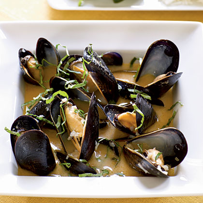 <p>Coconut and Basil Steamed Mussels</p>