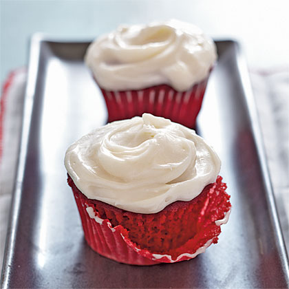 While cakes are beautiful to look at, sometimes a single-serving of rich cream cheese icing and moist red velvet cake is all your heart desires. Run your fingers through the icing and enjoy.Red Velvet Cupcakes Recipe