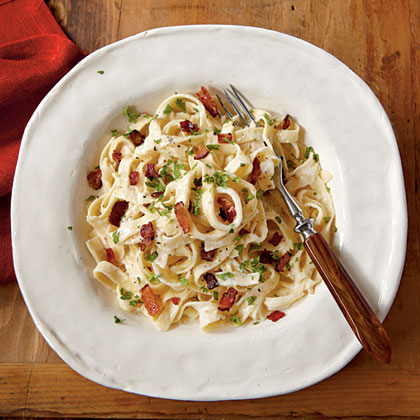 Treat yourself tonight! Indulge in this lightened version of the rich Italian pasta dish that's ready in just 20 minutes.Fettuccine Alfredo with Bacon