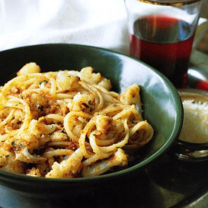 Linguine with Cauliflower, Garlic and Breadcrumbs