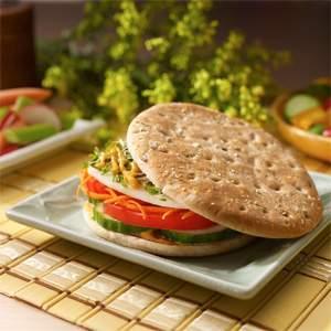 Arnold & Oroweat Sandwich Thins Veggie Sandwich