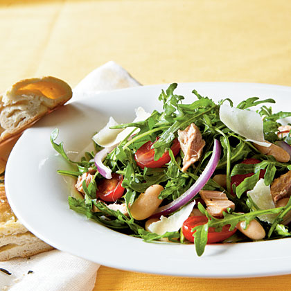 <p>Arugula, Italian Tuna, and White Bean Salad</p>