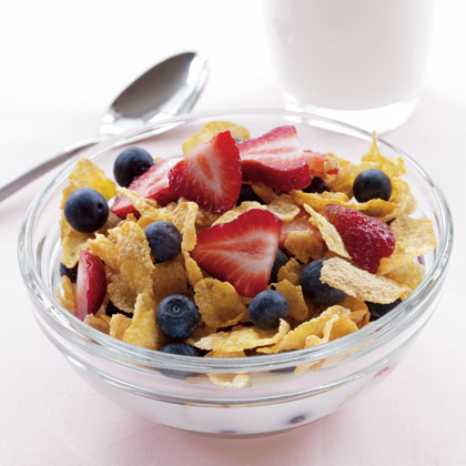 cornflakes-milk-berries