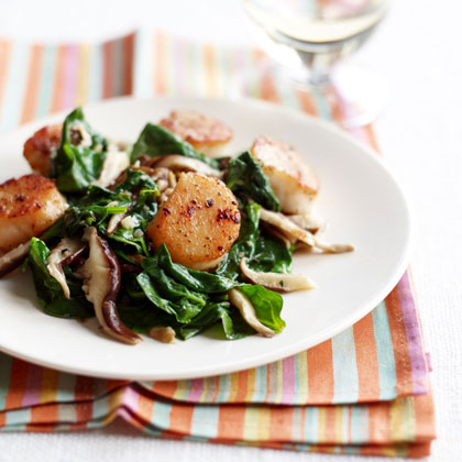 pan-seared-scallops-with-spinach-mushroom-saute Recipe