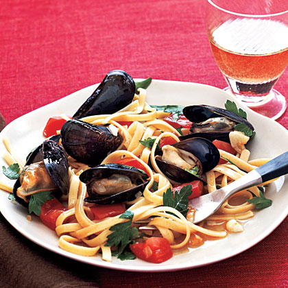 Fettuccine with Mussels Recipe