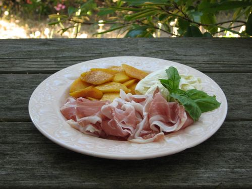 Sweet and Savory: Peaches with Mozzarella and Prosciutto