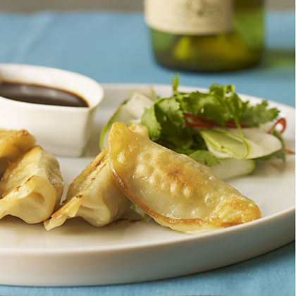 Ling Ling Chicken and Vegetable Potstickers with 2009 Cono Sur Sauvignon Blanc.