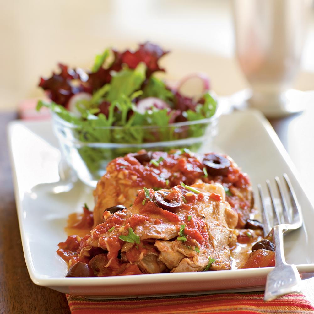 Cosce di pollo con olive e salsa di pomodoro