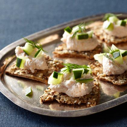 <p>Flatbread Crackers + Taramasalata</p>