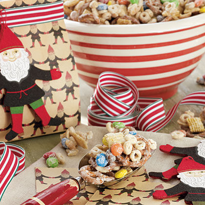 Comet's White Chocolate Crunch RecipeLet children break the crunch into bite-size pieces once it has cooked and dried. This is a fun treat for fellow children, teachers, or Santa and the reindeer.