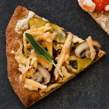 <p>Mushroom, Squash, and Smoked Gouda Pizza</p>