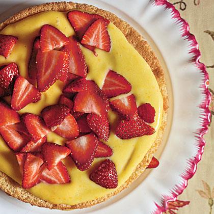 Sponge Cake with Orange Curd and Strawberries