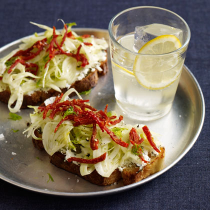 <p>Toasts with Fennel and Sun-Dried Tomatoes</p>