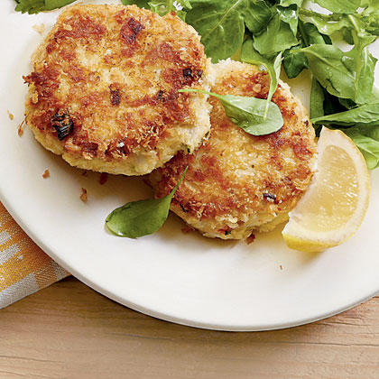 Bring the best of the beach home. Who needs sand and wet swimsuits? Crab cakes and a tall glass of tea are our version of an ideal getaway.Crunchy Crab Cakes Recipe
