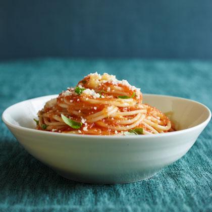 <p>Simple Tomato Sauce With Pasta</p>