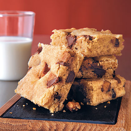 Peanut Butter Cup Blondies Recipe
