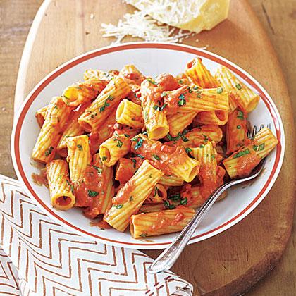 Rigatoni in Creamy Tomato Sauce Recipe