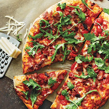 <p>Bacon, Tomato, and Arugula Pizza</p>
