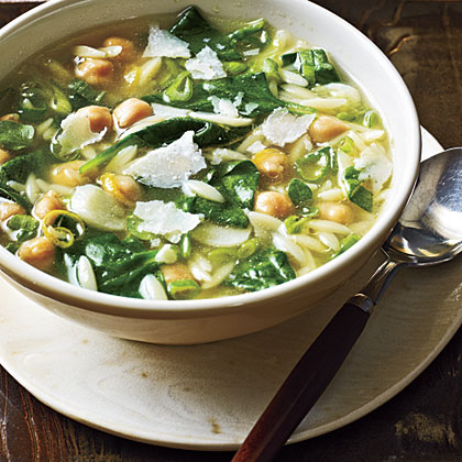 <p>Spinach, Pasta, and Pea Soup</p>