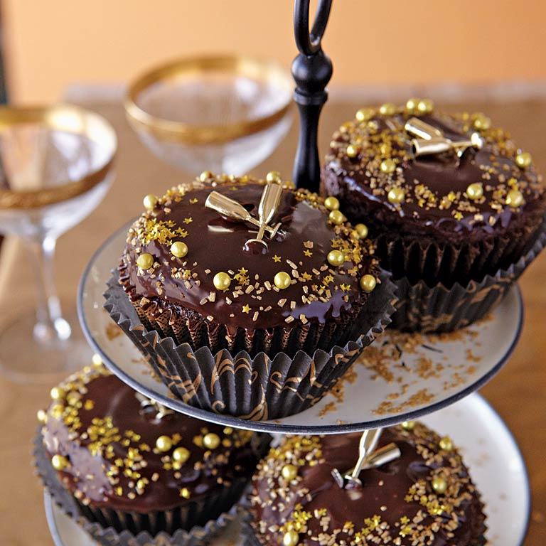 New Year's Cupcakes RecipeNew Year's Eve is one of the few holidays celebrated around the world. Why not ring in the new with cupcakes? Here's to celebrating new beginnings tastefully...