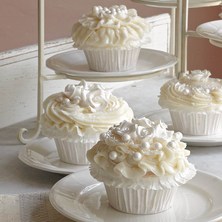 Pictures of wedding cakes with cupcakes