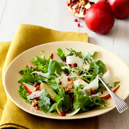 <p>Pear and Manchego Salad With Walnut Dressing</p>