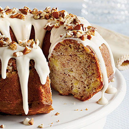 From pineapple to cream cheese, this Hummingbird Bundt Cake has the same ingredients as the original popular layer cake, but is simplified by baking in a Bundt pan. This cake requres less work, so you'll be eating it in no time!Hummingbird Bundt Cake Recipe