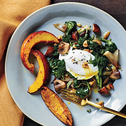 <p>Poached Eggs with Spinach and Walnuts</p>