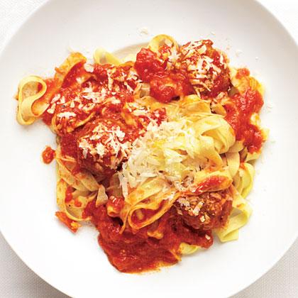 Garlicky Meatball Pasta